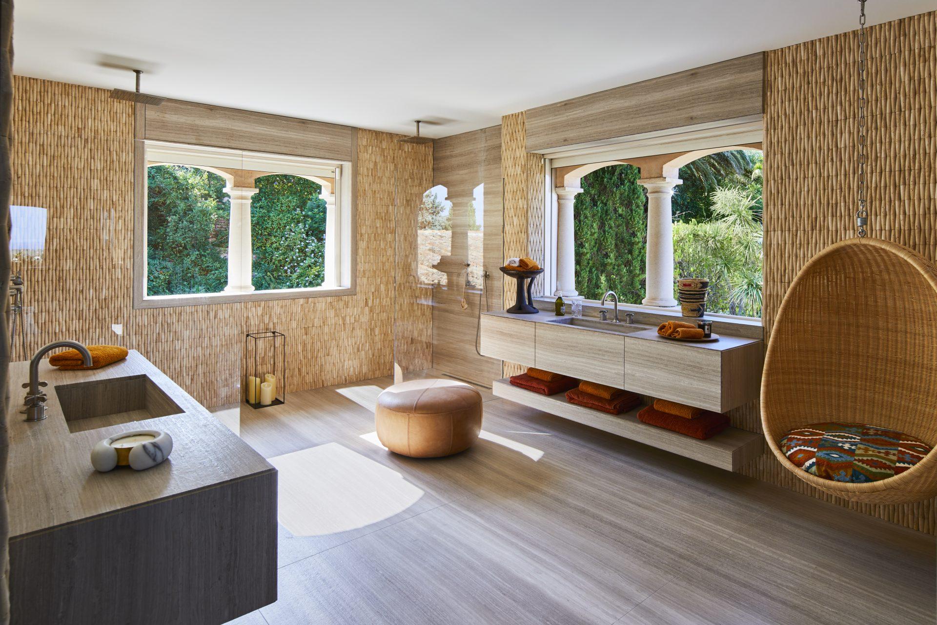 SC Saint Tropez salle de bain travertin bambou